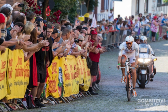 Marino Vanhoenacker leading through the cobblestones at 2013 Ironman Frankfurt